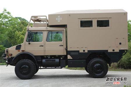 越野房车由德国man tgs 6x6卡车打造而成,这辆车选择了奔驰unimog的u